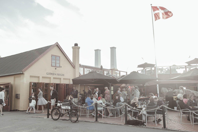 Gudhjem Røgeri Restaurant I Gudhjem Med Røgede Fisk Fiskebuffet